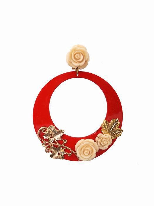 Pendientes de Flamenca en Acetato Rojo Decorado con Rosas Blancas y Ramas de Metal Dorado
