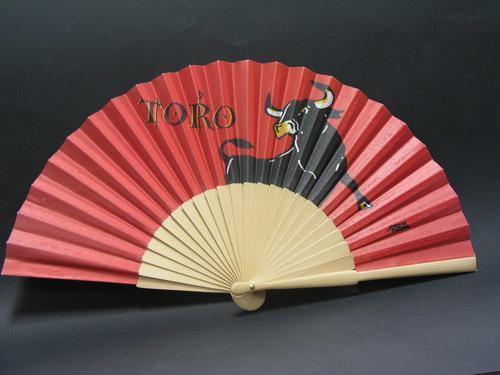 Abanico Rojo con Toro Bravo