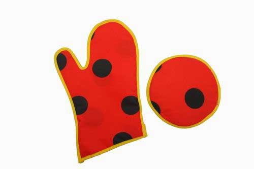 Red with black dots Mitten and oven glove 8.50€ #504920047