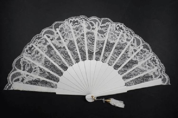 Lace Fan for Bride lvory Colour. Ref. 1310